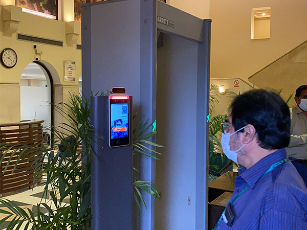 Safe Temperature Kiosk Thermal scanner face recognition access control terminal forsecurity
